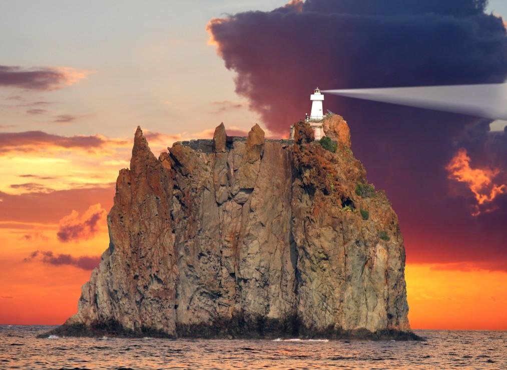 phare-du-stromboli-italy