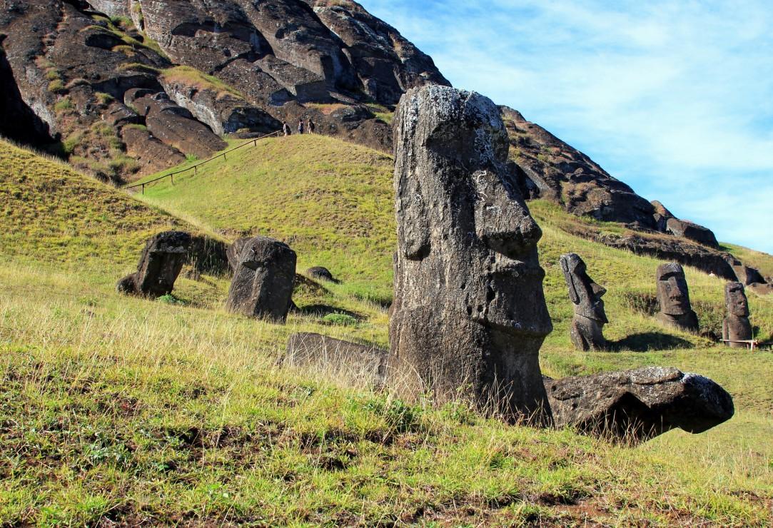 pieces-xxl-ile-de-paques-moai-at-quarry